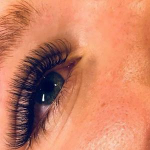 skropstu pieaudzēšana eyelash extensions